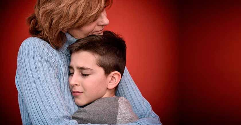 el amor y el perdón pueden sanar las heridas mas profundas mama abraza hijo el perdon y el amor pueden sanar las heridas mas profundas
