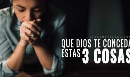 mujer rezando que Dios te conceda estas 3 cosas