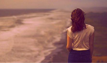 en medio del dolor encontrar la mision mujer viendo